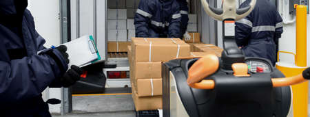 Picking up package boxes in the loading area of   warehouse prepare to transfer storage in freezing room with note. Storage Warehouse Service in Logistics Business concept in Banner size. Banque d'images