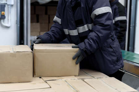 Picking up package boxes in the loading area of   warehouse prepare to transfer storage in the freezing room, Warehouse Storage System Service in Export-Import Logistics Business concept 免版税图像