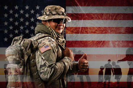 US Soldier in combat uniforms holding backpack across the shoulder, Double exposure with American flag and Silhouette of family happy, Veterans Day, Patriot concept, Independence Day, ID4 Foto de archivo