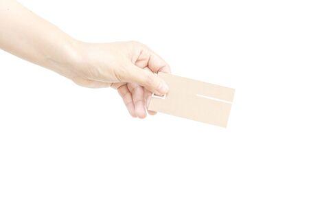 dedo meÑique: Dé la tarjeta de visita con la mano en el fondo blanco Foto de archivo