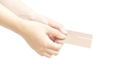 dedo me�ique: D� tarjeta de visita con dos met�fora mano respecto en el fondo blanco