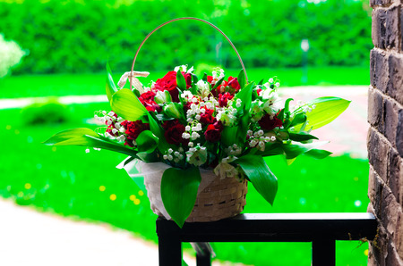 bouquet combines lilies of the valley and roses 免版税图像