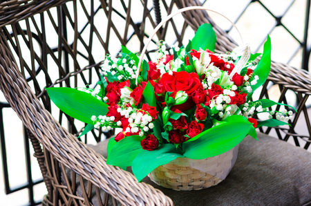 bouquet combines lilies of the valley and roses Banque d'images