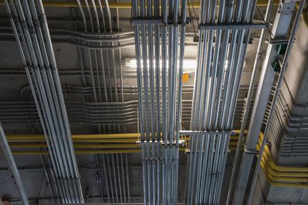 Métal Conduit électrique Installation Banque d'images - 45858285