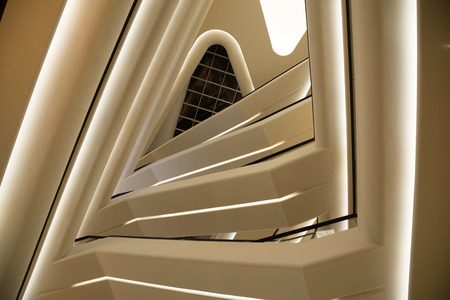 perspectiva lineal: Un resumen de la escalera de caracol Foto de archivo