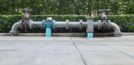 tuberias de agua: Las perillas de control de las tuber�as de agua