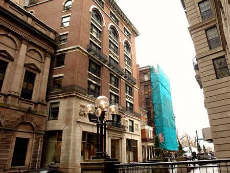 Street scene showing beacon  street buildings on a rainy day Imagens