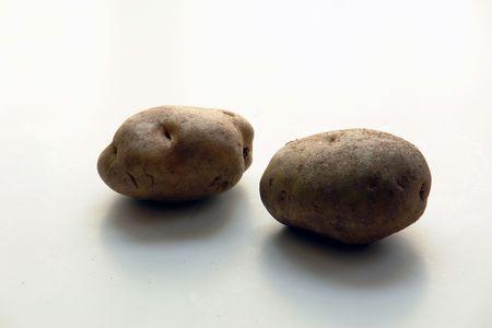 2つの錆びたジャガイモ、白の上に、孤立していない 写真素材 - 751162