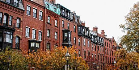 벽돌 비콘 언덕 뉴 잉글랜드의 가을 날에 보스턴 rowhouses