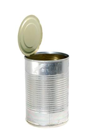 빈 금속 식품의 측면보기, 상단 및 레이블이없는 수에 여전히 연결되어 있습니다.