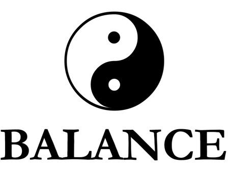 De traditionele yin yang symbool in zwart-wit met het woord eronder balans. Stockfoto
