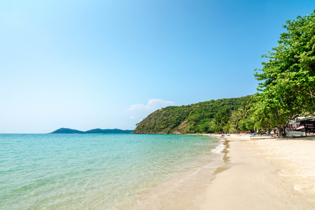 Clear water and beautiful White Sand Beach on Samet Island, Rayong, Thailand. Banco de Imagens