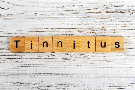 TINNITUS word made with wooden blocks concept 스톡 콘텐츠