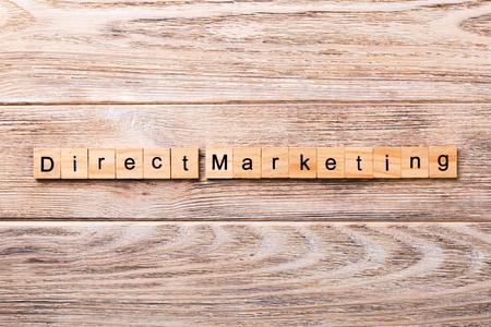 Direct marketing word written on wood block. Direct marketing text on wooden table for your desing, concept. 免版税图像