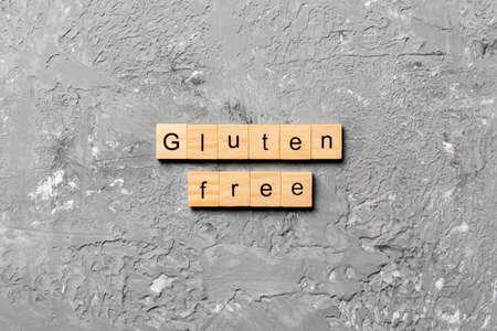 gluten free word written on wood block. gluten free text on table, concept. Фото со стока
