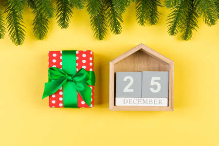 Top view of fir tree, wooden calendar and gift box on colorful background. The twenty fifth of December. Merry Christmas time with empty space for your design. Stock fotó - 155445383