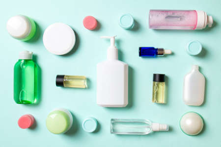 Group of plastic bodycare bottle Flat lay composition with cosmetic products on colored background empty space for you design. Set of White Cosmetic containers, top view with copy space. Archivio Fotografico