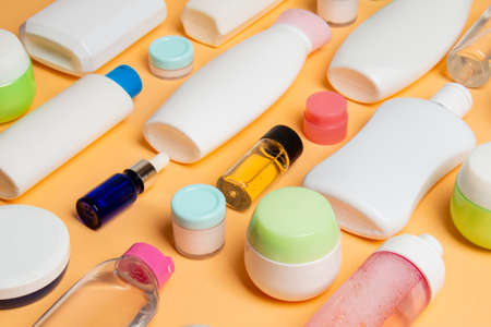 Group of plastic bodycare bottle Flat lay composition with cosmetic products on colored background empty space for you design. Set of White Cosmetic containers, top view with copy space. 免版税图像