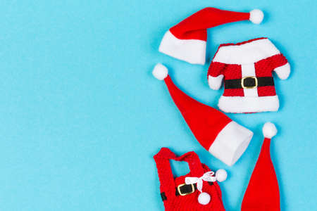 Top view Banner of red Santa hats and clothes on colorful background. Merry Christmas concept with copy space. 免版税图像