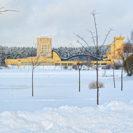 Minsk, Bielorrusia - 15 de enero, 2017 Complejo deportivo reserva olímpica. Centro Nacional de la piscina olímpica de entrenamiento en atletismo en Minsk, Bielorrusia. El primero reservas de trabajo complejo deportivo. Opinión del invierno