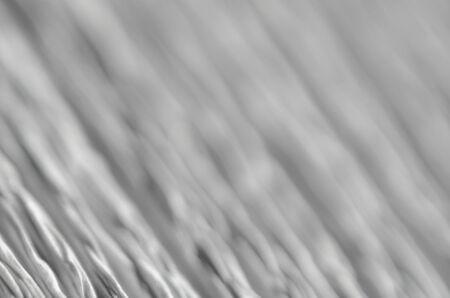 Arrière-plan flou abstrait avec des rainures profondes dans la texture du papier ondulé Banque d'images