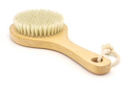 Spa massage brush with natural bristles on white background. Skin care products for body peeling or anti-cellulite massage Banque d'images