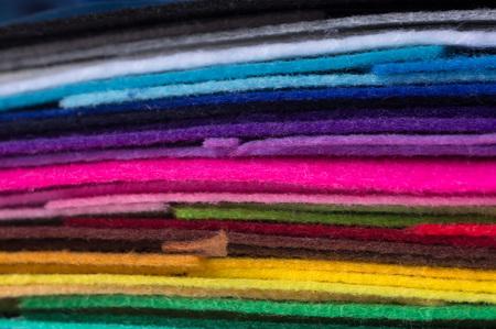 ein Stapel von bunten Acrylfilz. Mehrfarbiges Makrophotogewebe