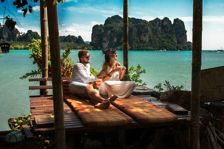 Couple on their honeymoon. Couple travels the world. Happy couple on vacation. Man and woman traveling to Thailand. Holidays on beautiful Islands. Tourists on vacation. Trip to the islands 版權商用圖片
