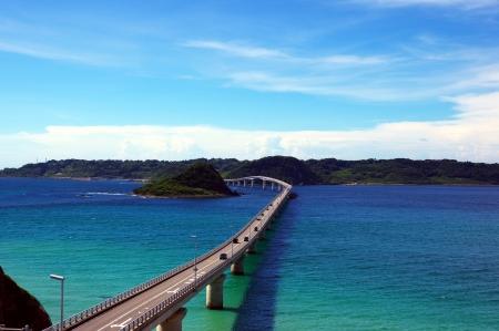 Sea and bridge of summer Standard-Bild