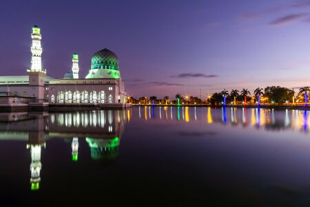 Floating Mosque Tourist Attraction Landmark. Masjid Bandaraya or City Mosque of Kota Kinabalu, Sabah, Malaysia Banco de Imagens