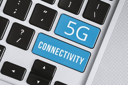 5G Internet Connection Concept. 5G Connectivity Word on Computer Keyboard. Banco de Imagens