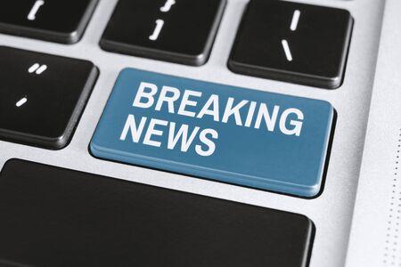 Breaking New on Keyboard. Mass Media Latest News Concept. Banco de Imagens