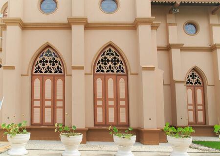 window church: Chiesa finestra di legno marrone