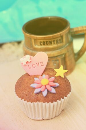 gum paste: Cup cake with love letter on gum paste