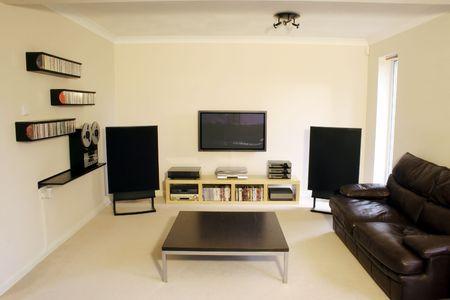 sono: �cran plasma et home cin�ma syst�me sonore en chambre moderne