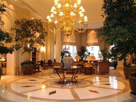 vestibulos: �rea de lujo de la recepci�n del pasillo del hotel Foto de archivo