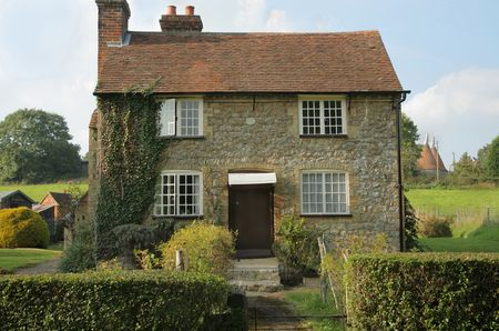 warm house: Kent Rag Stone Detached Cottage