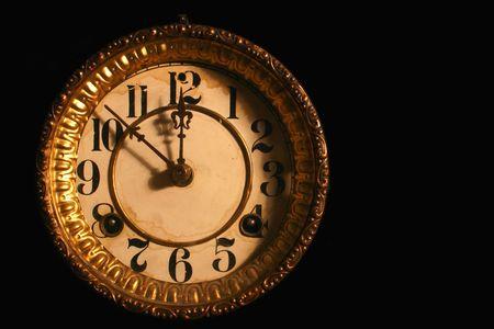 antike clockface isoliert in schwarz  Standard-Bild