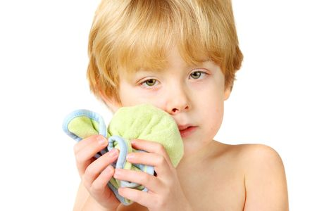 A young boy holds an ice pack on his sore lip Standard-Bild