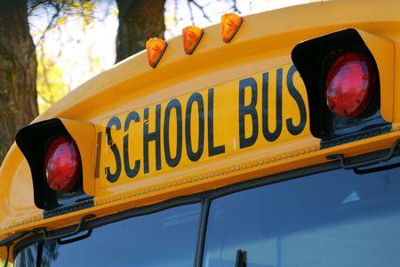 transport scolaire: Gros plan d'un autobus scolaire de l'�clairage de secours