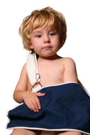 inadequate: A young boy wearing an oversized sling holding his arm