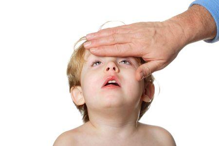 Vater ist ein Berühren der Stirn eines kranken Kindes  Standard-Bild - 2917253
