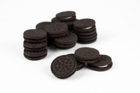 화이트 절연 바닐라 크림 작성 작성 초콜릿 샌드위치 쿠키.