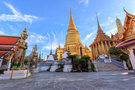 タイ バンコクのワット ・ プラ ・ ケオ古代寺院