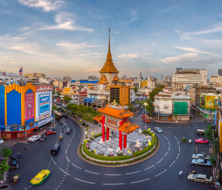 wat traimit: BANGKOK, THAILAND - JANUARY 15, 2016: Traffic passes through Chinatown at Odeon Roundabout. The roundabout marks one end of Chinatown.