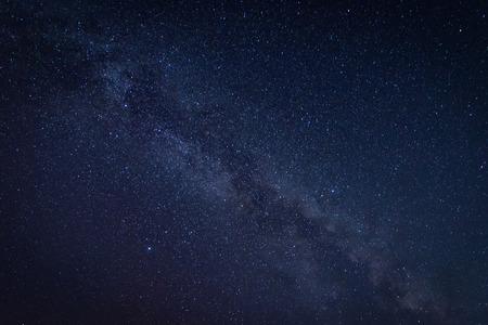 우주에서 별과 우주 먼지가있는 은하계 은하