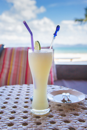 bocal: Refreshing cocktail on a beach table