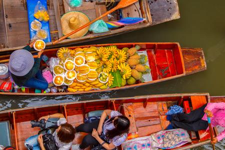 Damnoen Saduak Schwimmender Markt in Ratchaburi in der Nähe von Bangkok, Thailand Standard-Bild - 58188442