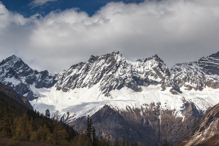 four peaks wilderness: Close up snow on the mountains, Mount Siguniang is the highest peak of Qionglai Mountains in Western China, and Qiang Autonomous Prefecture, Sichuan Province Stock Photo