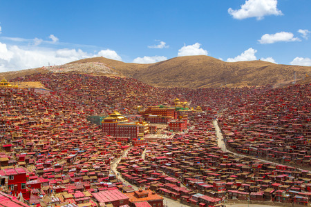 gar: Top view monastery at Larung gar (Buddhist Academy) in sunshine day and background is blue sky, Sichuan, China Stock Photo